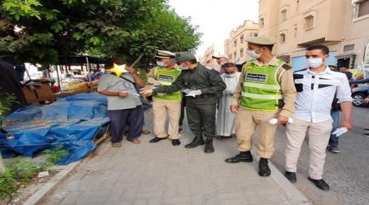 سلطات تزنيت توزع الكمامات الواقية على الساكنة في حملة تحسيسية