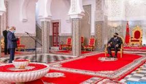 جلالة الملك يستقبل والي بنك المغرب