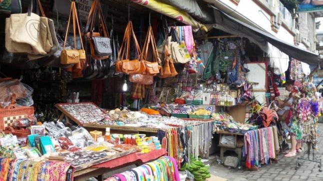 الصناع التقليديون بسوق الأحد بأكَادير يستنكرون إنشاء معرض مفتوح ومنافس