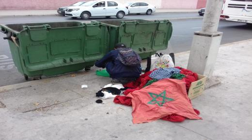 """ظهور """" أعلام وطنية """" في مزبلة بأكادير"""