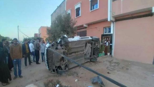 إنقلاب سيارة أجرة يحدث خسائر مادية فادحة ببلفاع