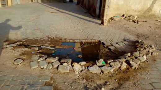 بالصور : حفر خطيرة ببيوكرى تثير استياء مستعملي طريق وطنية هامة
