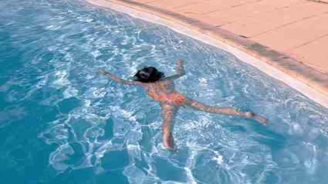 مصرع طفلة غرقا بمسبح خاص بإقامة سكنية
