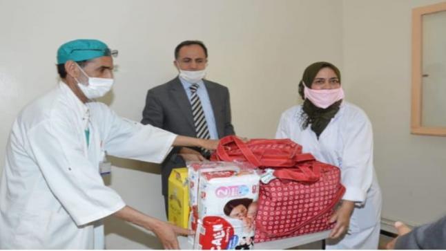 """توزيع """" حقائب طبية """" على المرضى بمستشفى تزنيت"""