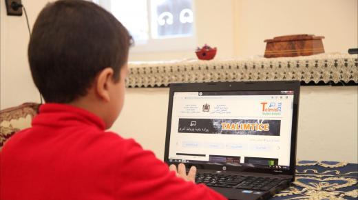 دراسة: 76 بالمئة من المغاربة بين 18 و29 سنة يستخدمون الأنترنت بشكل يومي
