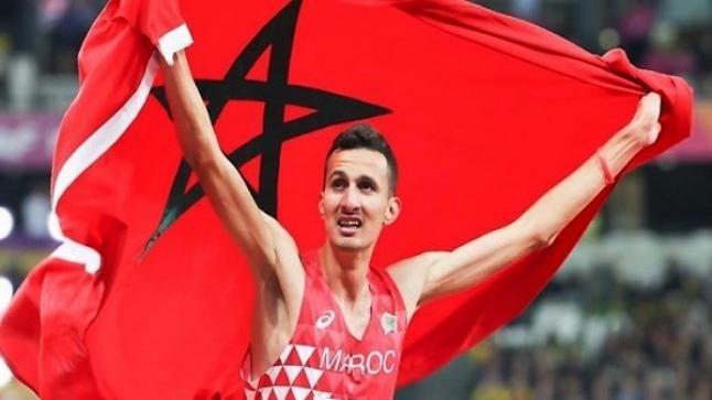 البطل المغربي سفيان البقالي يحرز ذهبية سباق 3000 متر موانع