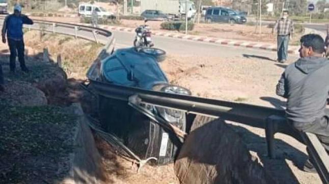 سقوط سيارة في منعرج خطير بآيت ملول