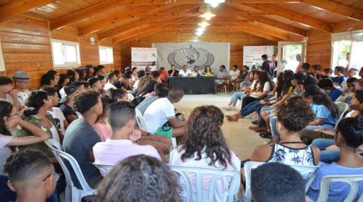 """150 يافع(ة) مغربي يرفعون شعار """" نحن شباب آميج جيل المستقبل"""" بالملتقى الوطني بمدينة الحاجب."""