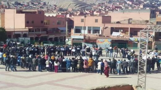 المطالبة بإلغاء التعاقد يخرج الأساتذة للإحتجاج بشيشاوة