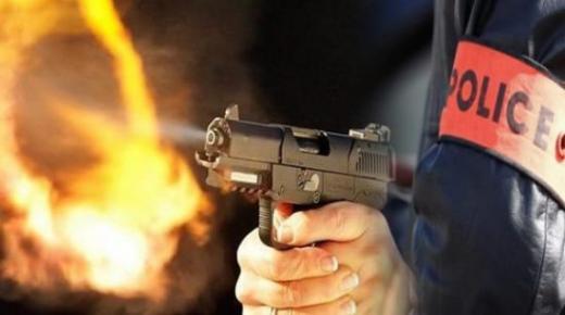 ورزازات .. مفتش شرطة يضطر لإطلاق رصاصة تحذيرية لتوقيف سائق اخترق نقط المراقبة الأمنية وعرض سلامة موظفي الشرطة للخطر