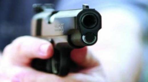 مفتش شرطة ممتاز يضطر لاستعمال سلاحه الوظيفي لتوقيف شقيقين عرضا المواطنين لاعتداء خطير