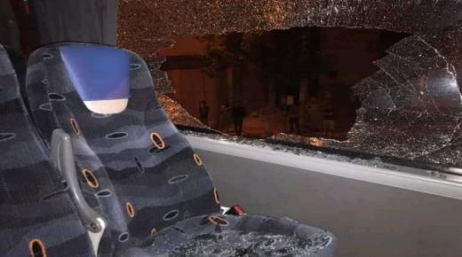 مجهولون يرشقون السيارات والحافلات بالحجارة في أولاد تايمة