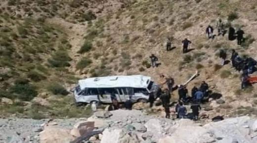 انقلاب حافلة تقل 25 عداء وعداءة تخلف قتلى و مجموعة من الجرحى