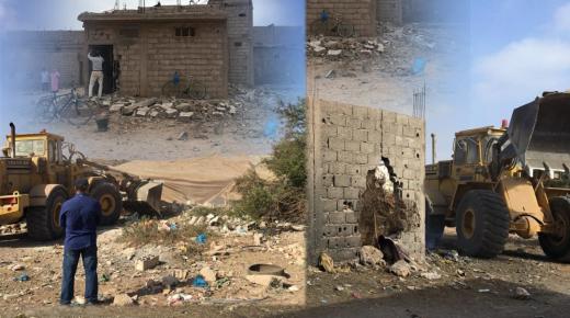 إنزكان : بالصور والفيديو ،جرافات السلطة المحلية تهدم حي بوجديك العشوائي.