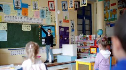 رفع تدابير الحجر الصحي يتواصل بفرنسا من خلال إعادة فتح المدارس الإعدادية