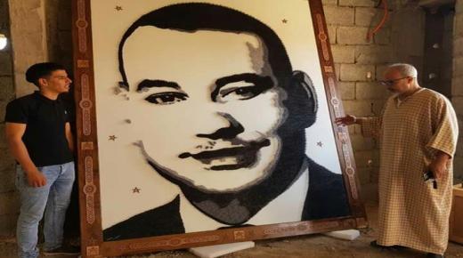 بمسامير وخيوط .. شاب يرسم أكبر لوحة تشكيلية للملك محمد السادس