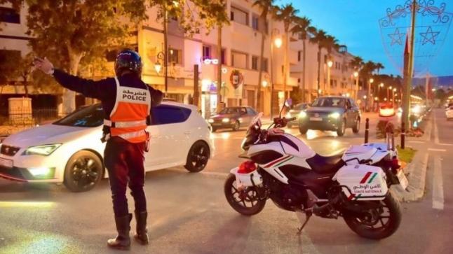 """جهود """" شرطة المرور """" لتسريح السير والجولان في أكادير"""