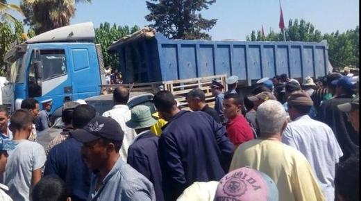 شاحنة تنهي حياة سيدة وتصيب 11 شخصا في حادث دهس مروع
