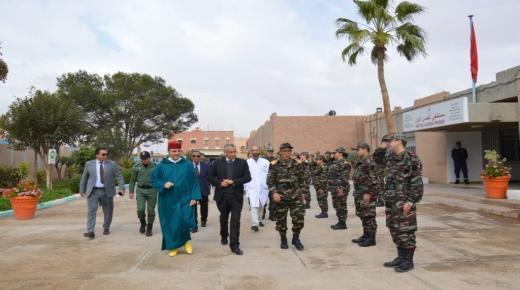 عامل الإقليم يزور أطباء القوات المسلحة الملكية بمستشفى تزنيت