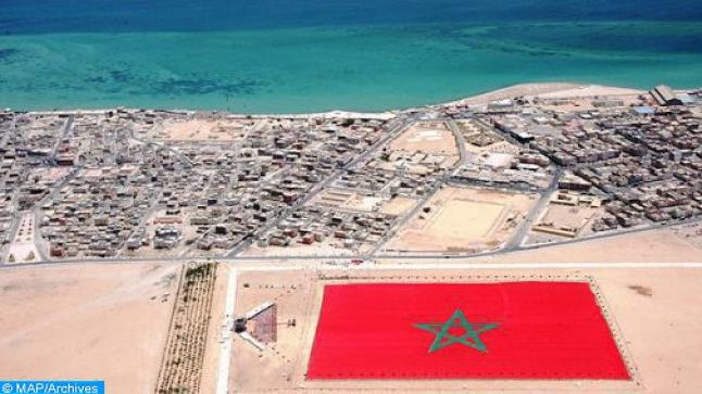 """مدينة الداخلة أضحت """" قطبا اقتصاديا مهما """" يربط المغرب مع بقية الدول الإفريقية ( مجلة إسبانية )"""