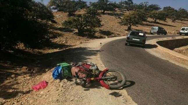 سيارة تعطب دراجا قرب إمسوان شمال أكادير
