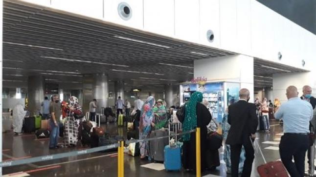 وصول 109 مواطنا مغربيا عائدا من جزر الكاناري إلى مطار الحسن الأول بالعيون