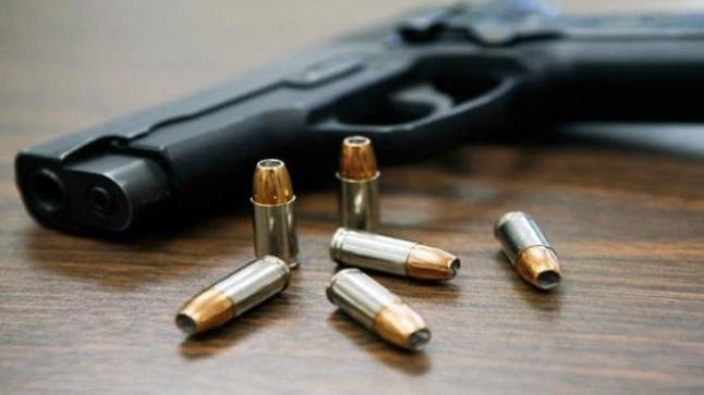 التحقيق بعد العثور على سلاح ناري بشقة سيدة في أكادير .