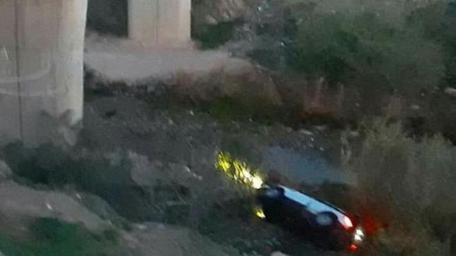 مقتل 3 أشخاص في حادث سقوط سيارة من أعلى قنطرة
