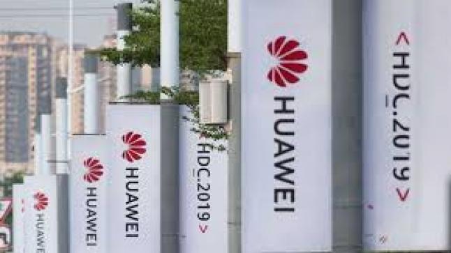 """""""هواوي"""" الصينية تطلق أول تلفاز ذكي بنظام تشغيلها الجديد"""