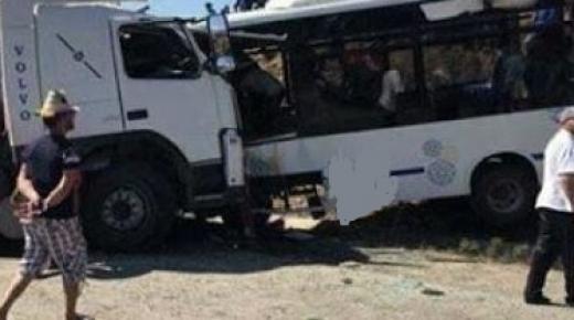 10 قتلى في حادثة سير مروعة بين بوجدور والداخلة
