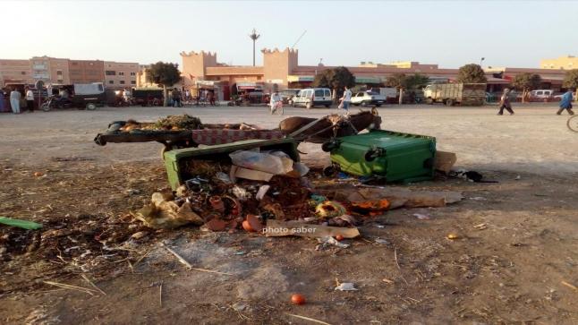 تراكم النفايات في عز أيام فصل الصيف الحار يثير غضب مواطنين بيوكرى