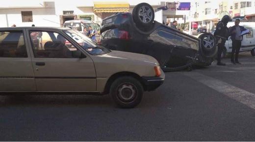 """إنقلاب """" هوليودي """" لسيارة في أكادير"""