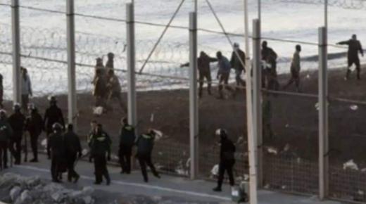 معبر سبتة : إحباط محاولة اقتحام جماعي لما يناهز 400 مهاجر