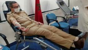 أطر وموظفو عمالة أكادير إداوتنان يساهمون في حملة للتبرع بالدم