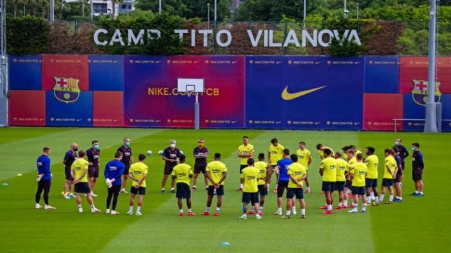 لاعبو برشلونة يتدربون معا لأول مرة منذ توقف المنافسات