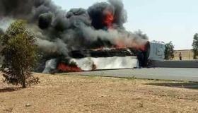 """اندلاع حريق في شاحنة """" رموك """" بالطريق السيار"""