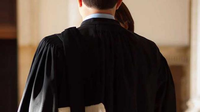 أكادير : رئيس مجلس جماعي يعتدي على محام أمام جهة قضائية