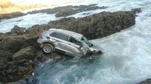 سقوط سيارة وسط البحر نواحي سيدي افني