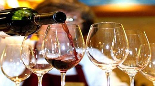 """في ظل الفوضى..فرقة الأمن الخاصة تكشف تقديم """"مطاعم"""" للخمور بدون ترخيص بأكادير"""
