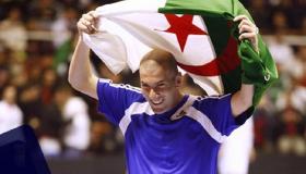 زيدان يهنئ منتخب الجزائر بطريقة مؤثرة