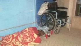 شاب من دوي الاحتياجات الخاصة يبيت بالشارع العام في بنسركاو