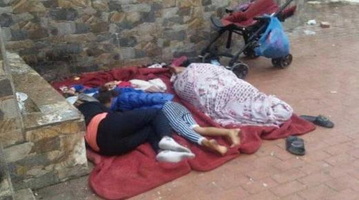 أسرة تعيش التشرد بكورنيش أكادير