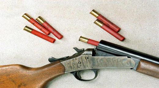 """عرض سلاح ناري للبيع عبر """"الفايسبوك"""" يجر صاحبه للتحقيق"""